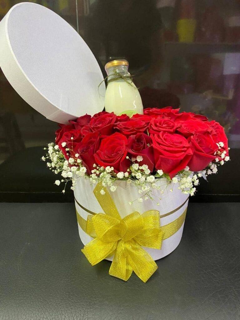 Cilindro en cartón industrial con rosas rojas, yisofilia y trago artesana